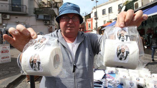ВНеаполе реализуют туалетную бумагу сизображением форварда «Ювентуса»