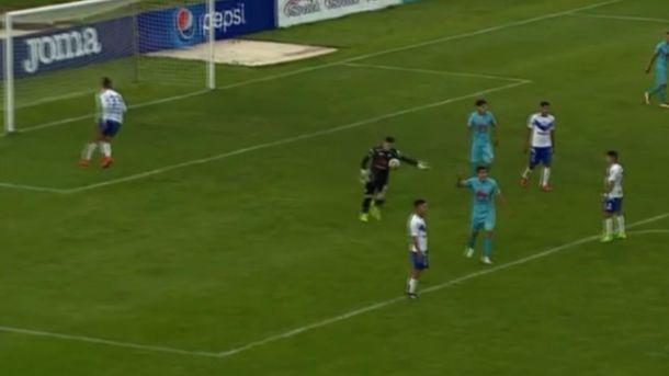 Появились кадры вратаря изБоливии, который через все поле забил удивительный гол