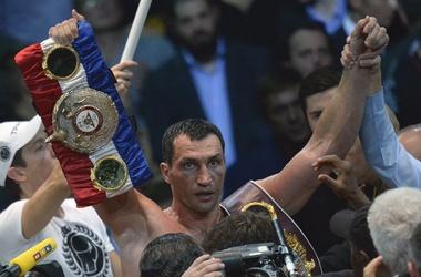 <p>Владимир с чемпионскими поясами. Фото AFP</p>