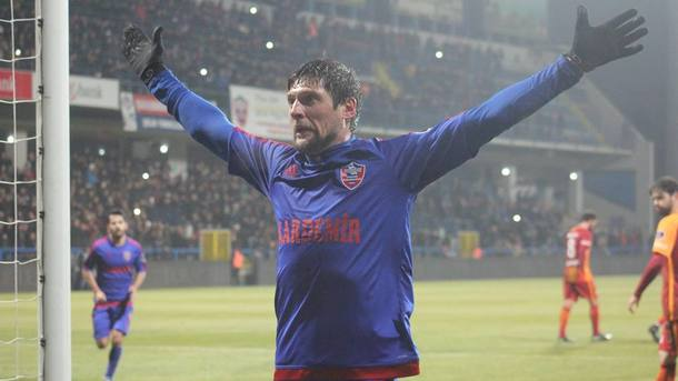 Карабюкспор обыграл Галатасарай благодаря голу Селезнева