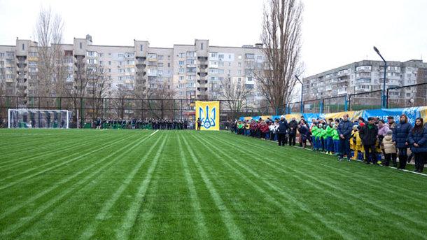 УЕФА выделит Украине средства наподдержку футбола среди детей-переселенцев