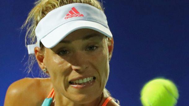 Свитолина обыграла Кербер вполуфинале турнира вДубае