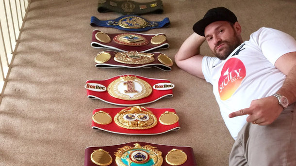 Боксёр Тайсон Фьюри объявил о собственном возвращении наринг 13мая
