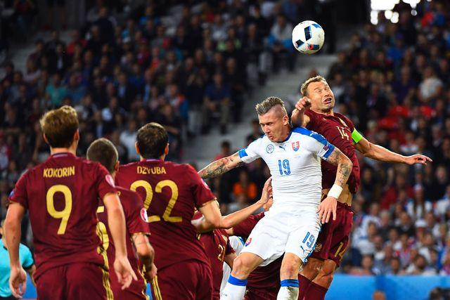Евро-2016. русские  болельщики зажгли файеры настадионе вЛилле