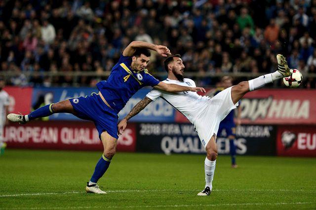 Футболист сборной Боснии впроцессе матча сорвал шорты с конкурента