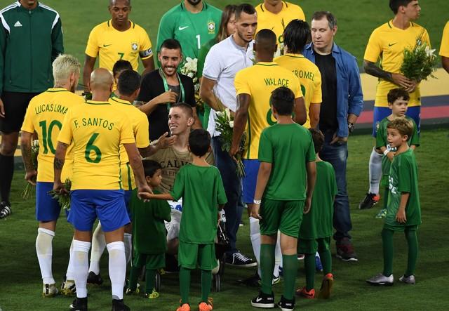 Бразилия иКолумбия провели вРио-де-Жанейро матч памяти погибших футболистов «Шапекоэнсе»